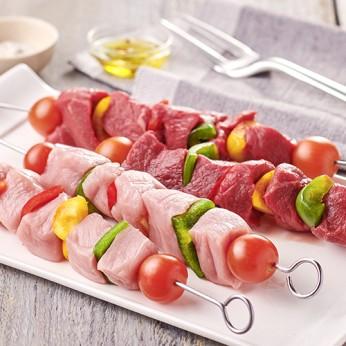 Assortiment de brochettes de bœuf et porc