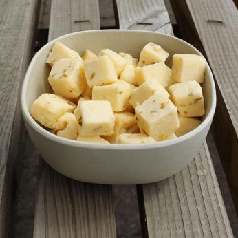 Dés de fromage au cumin