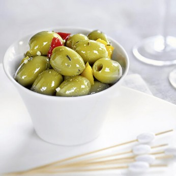 Olives vertes à la méditerranéenne