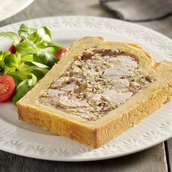 Pâté en croute de saumon farci à la mousseline de poisson et légumes