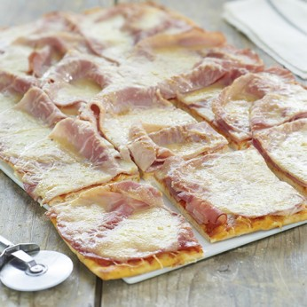 Pizza jambon fromage - découpée en 32