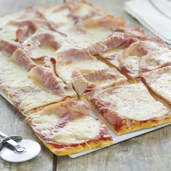 Pizza jambon fromage - découpée en 8