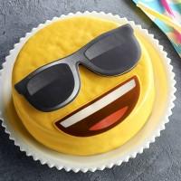 Gateau Emoji Lunettes De Soleil Gateaux Enfants Gateaux Desserts Notre Carte