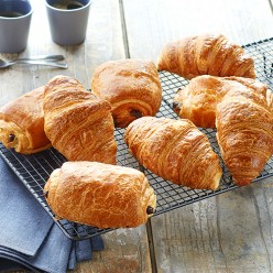 Assortiment de 5 croissants et 5 pains au chocolat