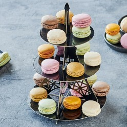 36 macarons et présentoir Tour Eiffel