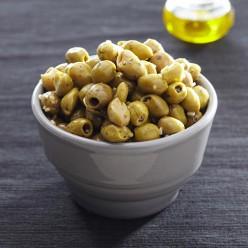 Olives cassées à l'ail