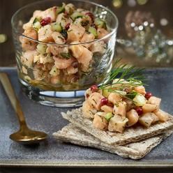 Tartare apéritif  saumon fumé, concombre, menthe aneth et baies roses