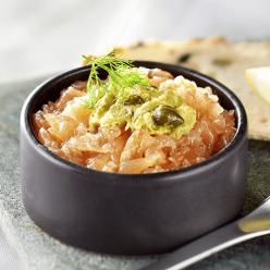 2 Tartares de saumon et leurs condiments