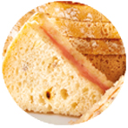 Sandwiches fromage, cornichons et jambon supérieur