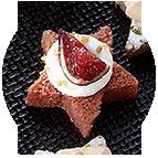 Etoiles crème de brie, figues rôties et amandes dorées