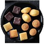 Mignardises sucrées : minis gâteaux au chocolat, financiers citron, madeleines au miel d'acacia, gâteau aux pommes