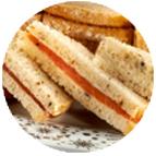 Sandwiches garniture saumons, fromage blanc, citrons confits et ciboulette