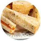 Sandwiches mousse de canard au foie gras et au porto, au chutney d'oignons