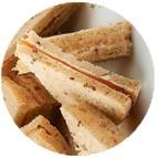 Sandwiches saumon fumé tranche et crème citron ciboulette et cerfeuil
