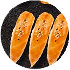 sushis (saumon laqué, crevette, saumon)